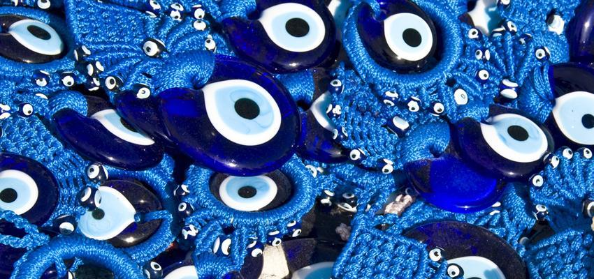 850_400_pourquoi-la-couleur-bleue-dans-l-oeil-grec