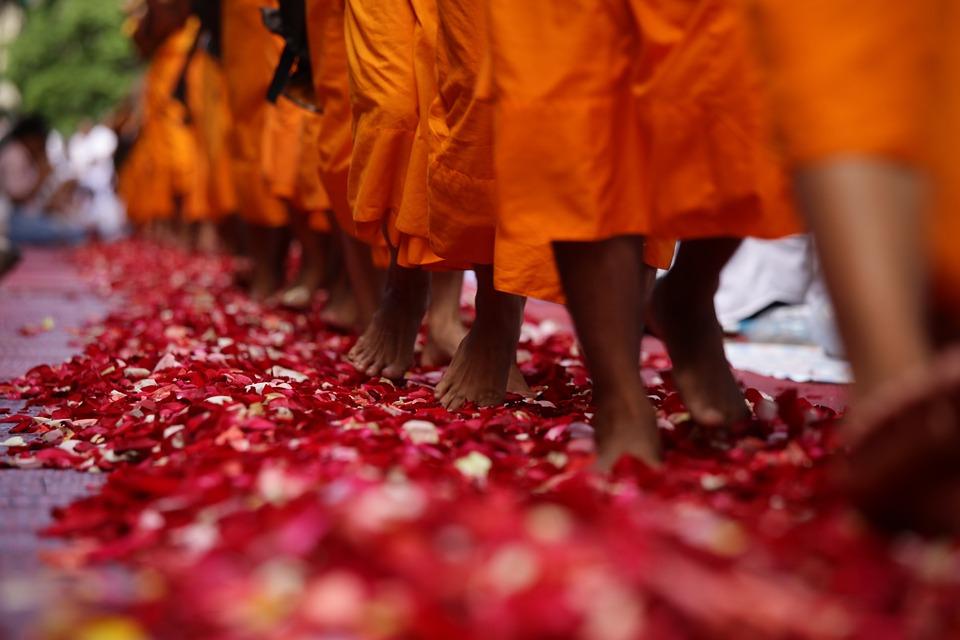monks-462317_960_720